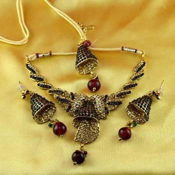 moti cz pearl stone polki kundun  necklace with earing  and mang tikka