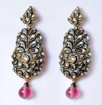 Traditional earrings in Kundan