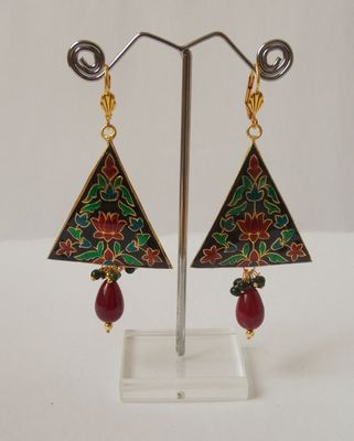 The Dangling Triangle-Maroon with Green drop
