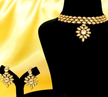 Elegant Kundan Choker Necklace Set