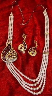 Pearl  Necklace Set with side  brooch