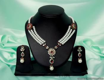 Design no. 8B.2085....Rs. 3150