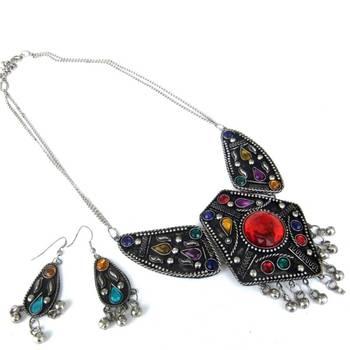 Exquisite Black necklace