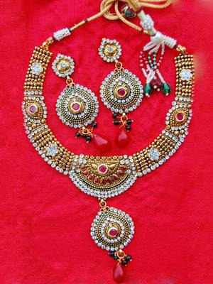 Golden Pretty Necklace Set