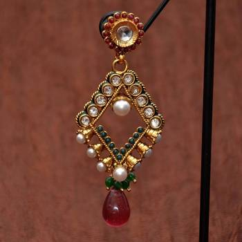 Anvi's Diamond shaped ear hangings
