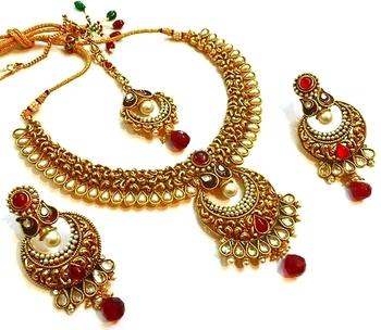 Chic n styllish kundan n polki Bridal necklace set with maang tikka