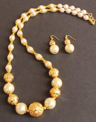 Beautiful Handmade Pearl Necklace Set