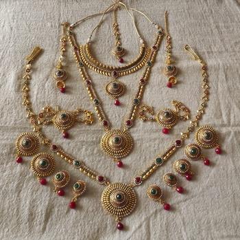 Bridal Set in Antique Gold