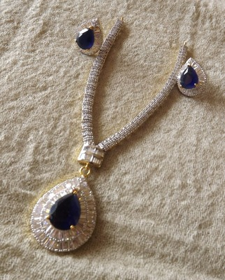 Diamond Necklace Set with Blue Sapphire