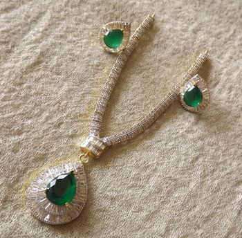 Dazzling Diamond Necklace Set with Green Emerald