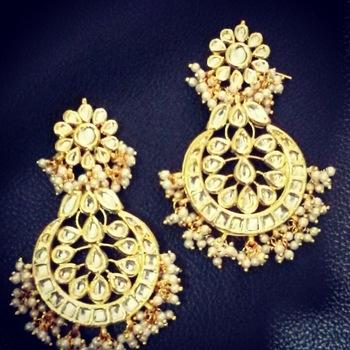 white pearl earring kundan aalia bollywood celebrity pair