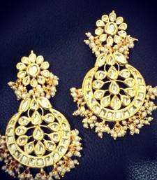 white pearl earring kundan aalia bollywood celebrity pair