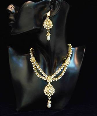 Traditional n elegant white Kundan necklace set