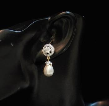 ELEGANT Ad pearl earring