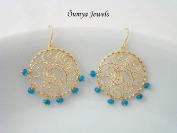 Twisted round blue earrings