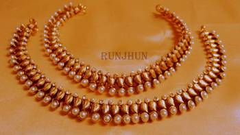 golden pearl payal