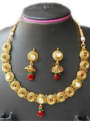 Maayra Golden Smart Necklace Set
