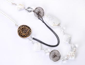 White Beads Fashion Necklace Set