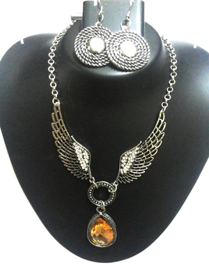 Silver angel wings necklace with earrings