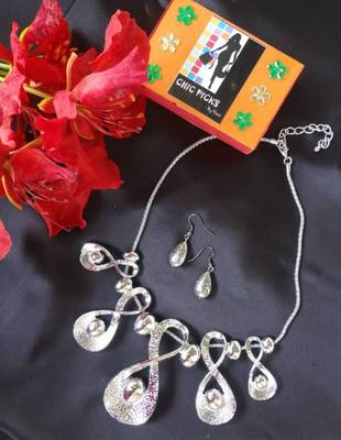 Loops Necklace with Earrings - Antique Silver
