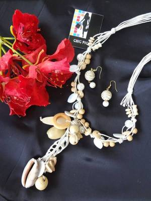 Pearls and Shells Beach Necklace with Earrings