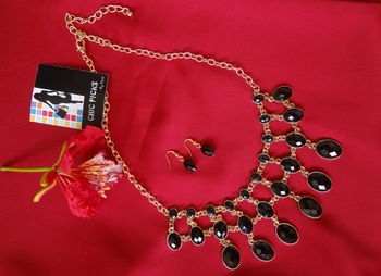 Black Beauty Necklace with Earrings