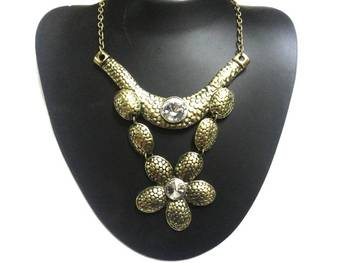 Prett flower necklace