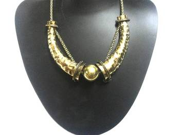 Trendy trunk necklace