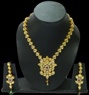 Buy exclusive Traditio0l Handmade Kundan Pendants