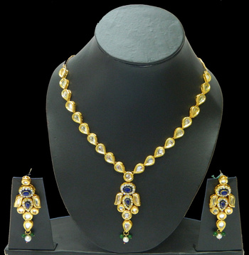 Get high on fashion with trendy Kundan Pendants