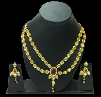 Shop stylish Fashion Kundan Pendants perfect for all occasions