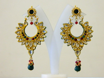 Experience a whole new look of Kundan Earrings for the new age couple