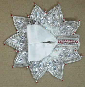 "5""Heavenly Three Leaves Cutwork Ladoogopal Poshak"