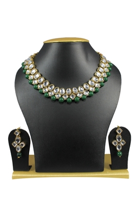 Simple and Trendy Kundan Necklace Set In Green