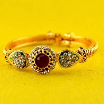 gold platted moti polki kundun bracelet with astretchable