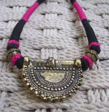 pink black pendant choker