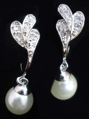 Maayra AD Pearl Smart Earrings