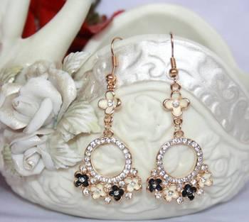 Dashing Floral Earrings