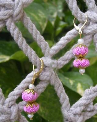 baby pink thread dangler