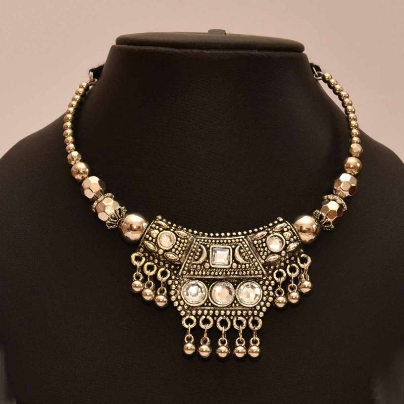 Buy Anvi S Black Metal Necklace And Earrings With Kundan