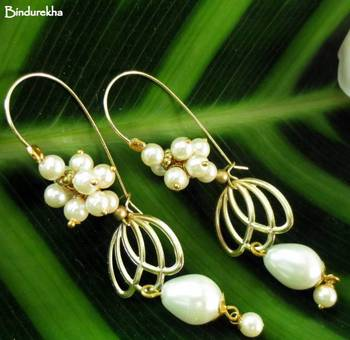 Golden_Petals_Pearl_Drop_Pearl_Grapes_Earrings