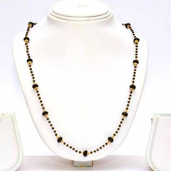 Anvi's black beads chain with black crystals