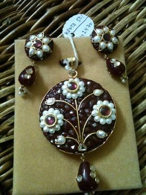 pearl flower pendent