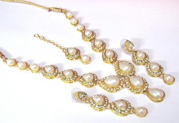 White Pearl Tilak stone Necklace set