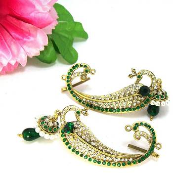 Victorian Curvy Peacock Earring Emerald Green