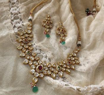 Dazzling Kundan Necklace Set