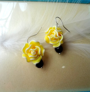 love for roses  yellow n black