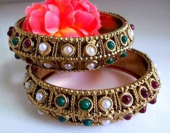 Traditional pearl bangles
