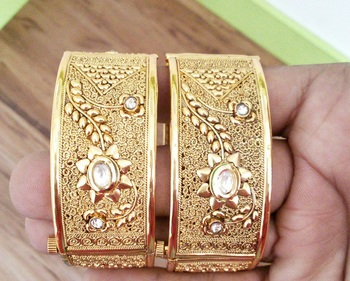 Multicolour traditional royal bangles