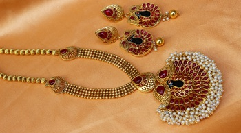Lovely pinkicolour peacock necklace set